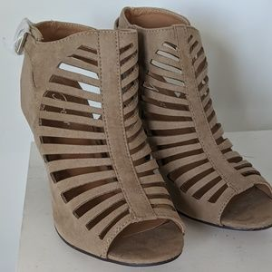 Taupe cut out strappy chunky High heel